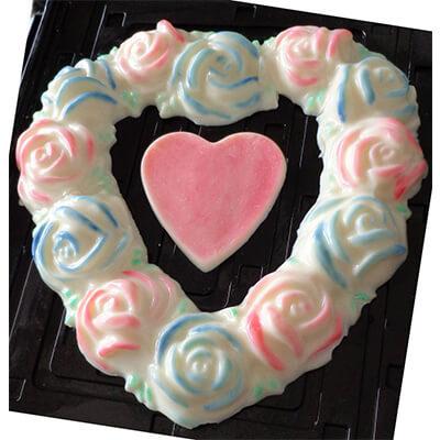 Gelatina de corazon formado por rosas