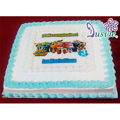 Pastel decorado con imagen comestible de super wings en oblea