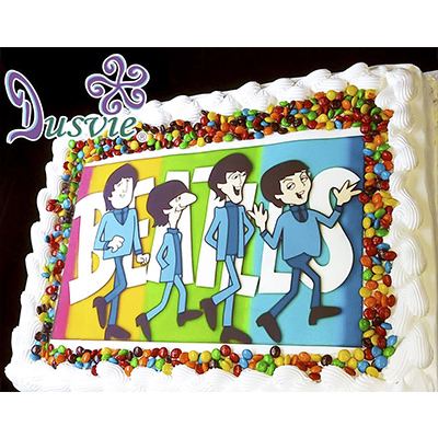Pastel decorado con imagen comestible de beatles en oblea