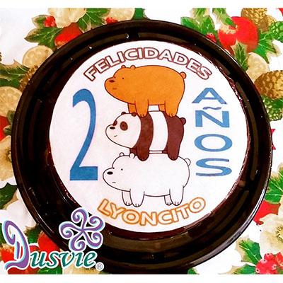 Pastel decorado con imagen comestible de osos escandalosos en oblea