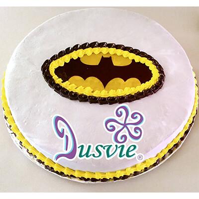 Pastel decorado con imagen de logo batman en oblea comestible