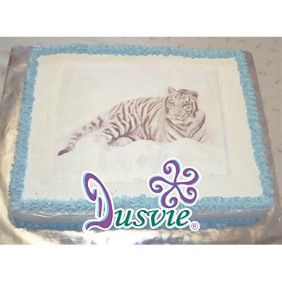 Pastel decorado con imagen comestible de tigre blnco en oblea