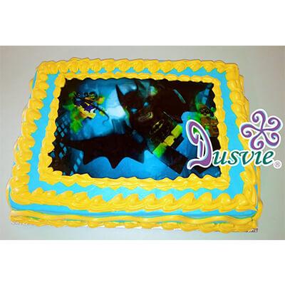 Pastel decorado con imagen comestible de lego batman en oblea